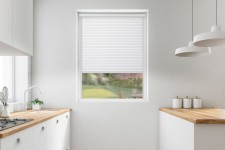 Roller blind in PVC cassette with a guide EX ice&white 71