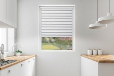 Roller blind in PVC cassette with a guide EX black&white 73