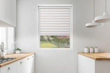 Roller blind in PVC cassette with a guide EX nude&white 76