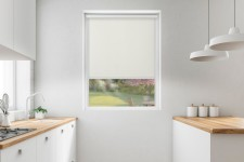 Roller blind in PVC cassette with a guide mleczny 531