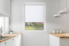 Roller blind in PVC cassette with a guide biel 530
