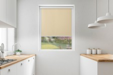 Roller blind in PVC cassette with a guide piaskowy 516