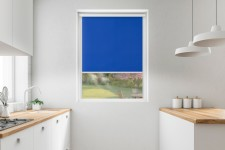 Roller blind in PVC cassette with a guide chaber 525