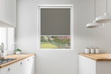 Roller blind in PVC cassette with a guide tytan 527