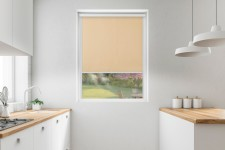 Blackout roller blind in PVC cassette with a guide ptyś 058